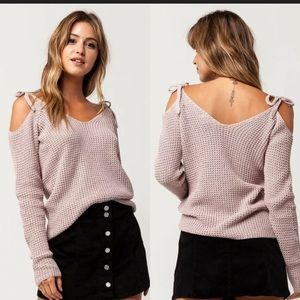 Ivy & Main Dusty Pink Sweater SZ M Cold Shoulder